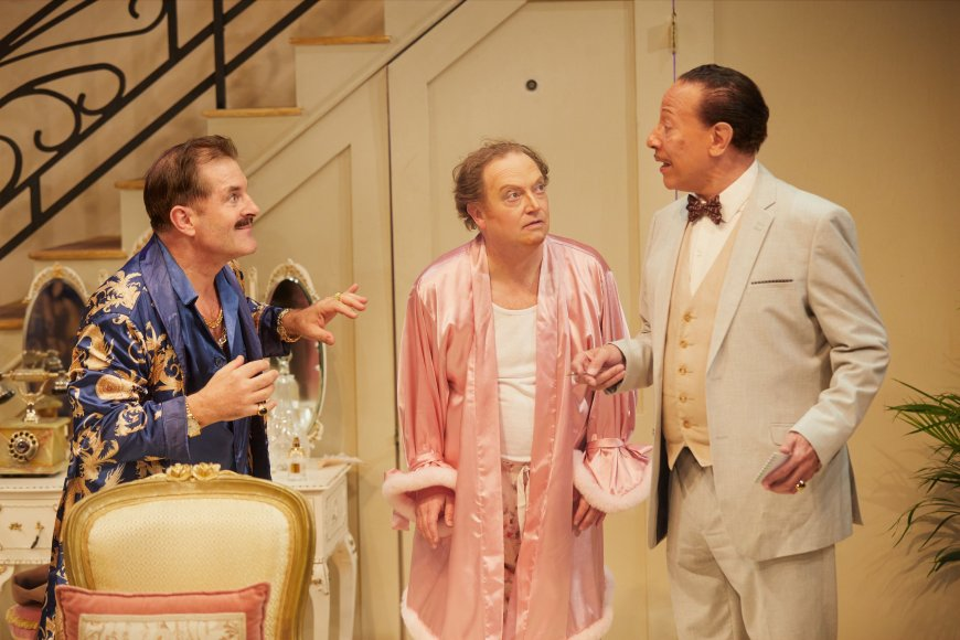 Michael Matus, Paul Hunter, Peter Straker in La Cage Aux Folles