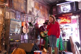 Young singer at Nashville's Tootsies