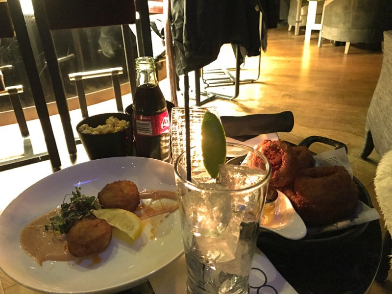 Crabcakes and Onion Rings at Bar 1806