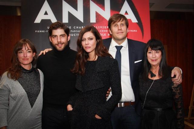 L'équipe du film ANNA lors de la Première à Montréal le mardi 13 octobre.