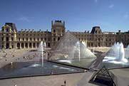 Вид двора Наполеона с Пирамидой.