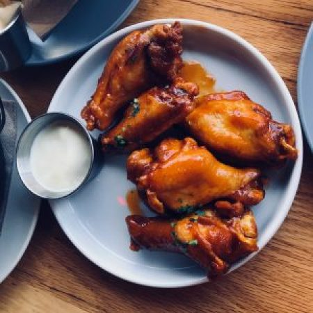 Chicken wings with red pepper sauce