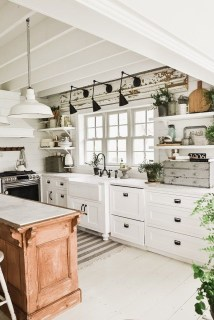 Inspiring Famhouse Kitchen Design Ideas 20