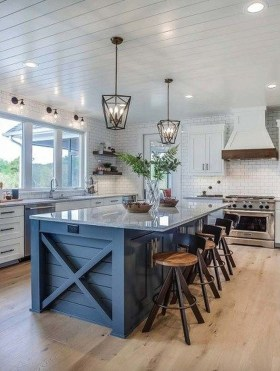 Inspiring Famhouse Kitchen Design Ideas 24
