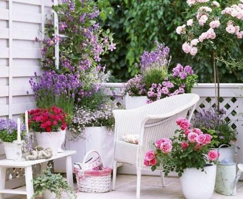 Best Ideas To Change Your Balcony Decor Into A Romantic Design 33