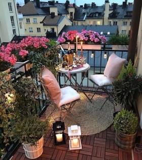 Best Ideas To Change Your Balcony Decor Into A Romantic Design 37