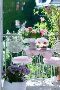Best Ideas To Change Your Balcony Decor Into A Romantic Design 38
