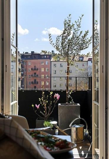 Best Ideas To Change Your Balcony Decor Into A Romantic Design 51