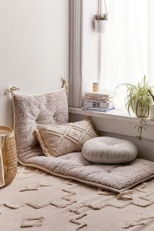 Inspiring Reading Room Decoration Ideas To Make You Cozy 28