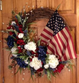 Pratiotic Handmade 4th Of July Wreath Ideas 32