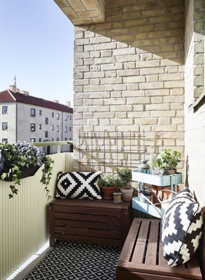 Stunning Balcony Decoration Ideas With Seating Areas 10