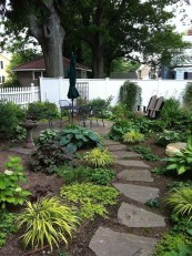 Awesome Small Garden Ideas With Stone Path 21