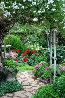 Awesome Small Garden Ideas With Stone Path 23