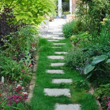 Awesome Small Garden Ideas With Stone Path 44