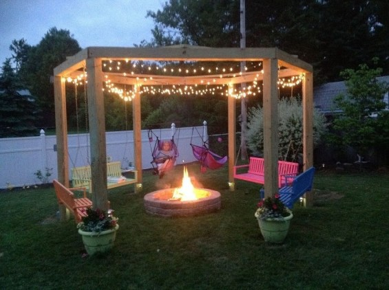 Marvelous Outdoor Fire Pit Ideas To Enjoying This Summer 19