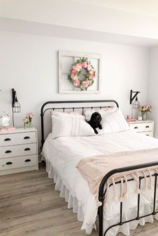 Gorgeous Farmhouse Bedroom Remodel Ideas On A Budget 15