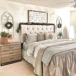 Gorgeous Farmhouse Bedroom Remodel Ideas On A Budget 30