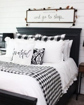 Gorgeous Farmhouse Bedroom Remodel Ideas On A Budget 33