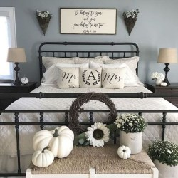 Gorgeous Farmhouse Bedroom Remodel Ideas On A Budget 40