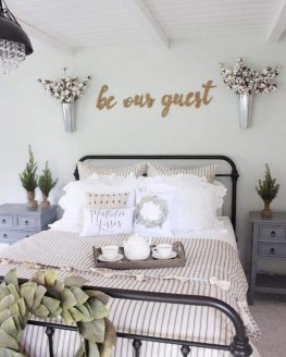 Gorgeous Farmhouse Bedroom Remodel Ideas On A Budget 42