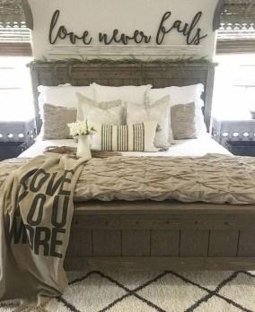 Modern Rustic Master Bedroom Design Ideas 09