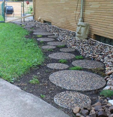 Newest Stepping Stone Pathway Ideas For Your Garden 16