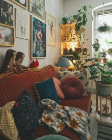 Adorable Colorful Pillow Ideas For Cozy Living Room 10