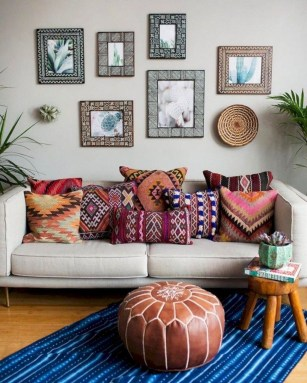 Adorable Colorful Pillow Ideas For Cozy Living Room 17