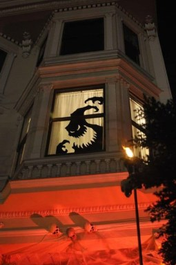 Cool DIY Halloween Decoration Ideas For Limited Budget 06