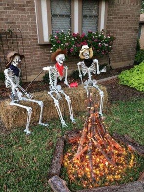 Cool DIY Halloween Decoration Ideas For Limited Budget 16