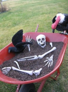 Cool DIY Halloween Decoration Ideas For Limited Budget 23