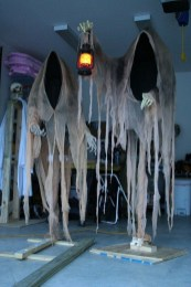 Cool DIY Halloween Decoration Ideas For Limited Budget 37