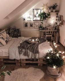 Fabulous DIY Small Bedroom Decoration Ideas On A Budget 39