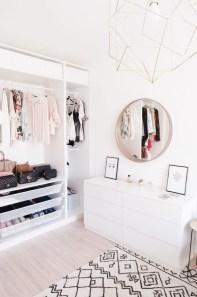 Minimalist Bedroom Decoration Ideas That Looks More Cool 47