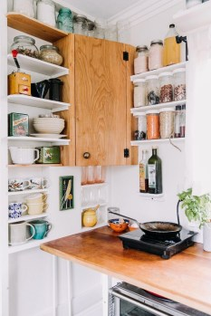 Wonderful Kitchen Cabinets Ideas For Your Tiny House 20
