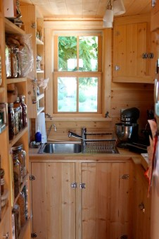 Wonderful Kitchen Cabinets Ideas For Your Tiny House 41