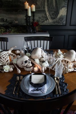 Astonishing Halloween Table Decoration That Perfect For This Year 03
