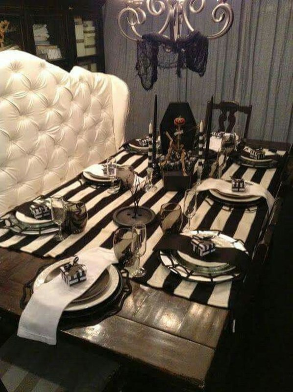 Astonishing Halloween Table Decoration That Perfect For This Year 08