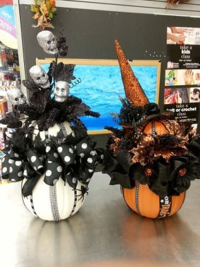 Astonishing Halloween Table Decoration That Perfect For This Year 19