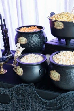 Astonishing Halloween Table Decoration That Perfect For This Year 25
