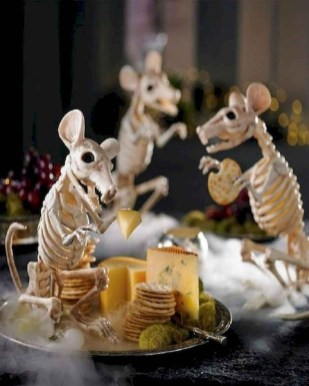 Astonishing Halloween Table Decoration That Perfect For This Year 26