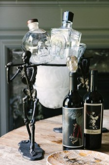Astonishing Halloween Table Decoration That Perfect For This Year 30