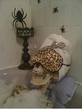 Scary Halloween Decorating Ideas For Your Bathroom 06