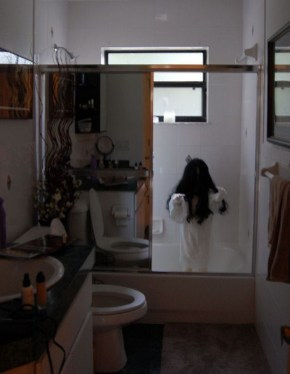 Scary Halloween Decorating Ideas For Your Bathroom 15