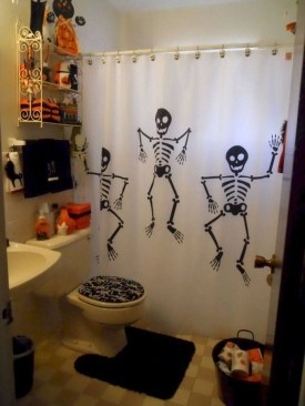Scary Halloween Decorating Ideas For Your Bathroom 34