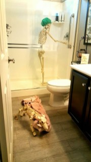 Scary Halloween Decorating Ideas For Your Bathroom 39