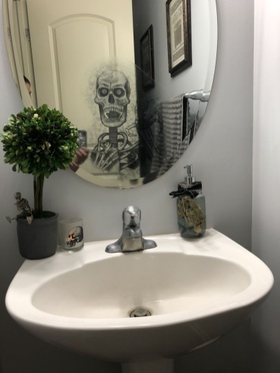 Scary Halloween Decorating Ideas For Your Bathroom 47