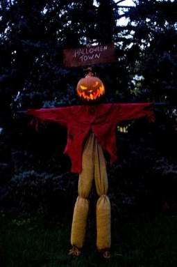 Spooktacular Halloween Outdoor Decoration To Terrify People 07