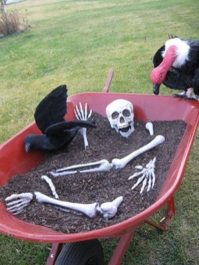 Spooktacular Halloween Outdoor Decoration To Terrify People 08
