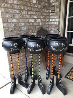 Spooktacular Halloween Outdoor Decoration To Terrify People 14